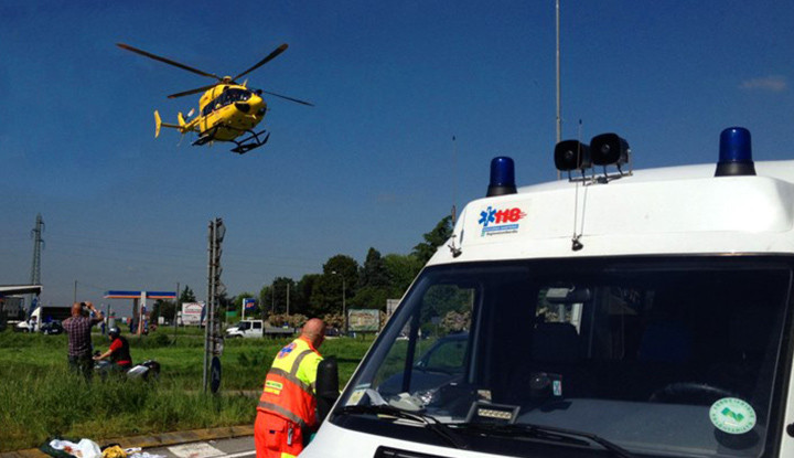Incidente stradale a Vaprio d'Adda, interviene anchge l'Elisoccorso 118 di Bergamo