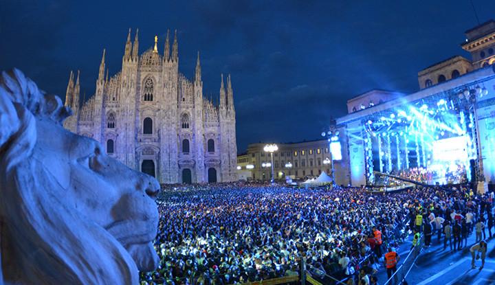 Servizio Sanitario al Concerto di Radio Italia in piazza Duomo a Milano 2014.