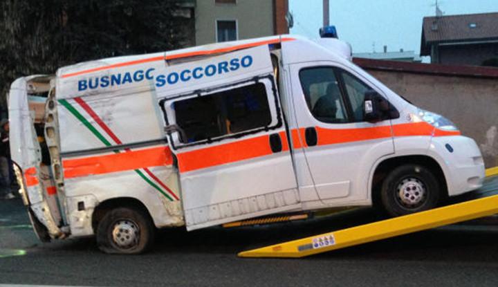 Incidente stradale coinvolta un'ambulanza di Busnago Soccorso.