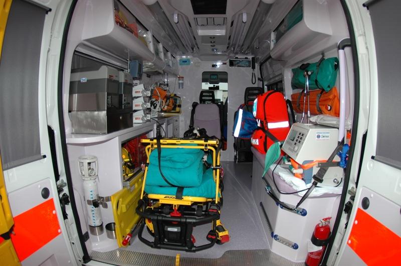 interno ambulanza di terapia intensiva busnago soccorso