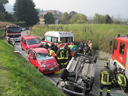 Incidente Stradale a Rovagnate, auto ribaltata.