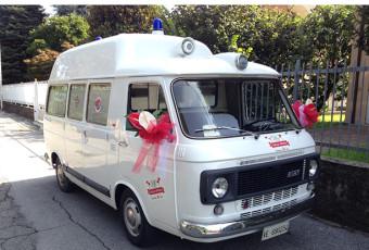 Fiat 238 Ambulanza al matrimonio.