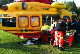 Incidente tra motociclisti, interviene l'elisoccorso.