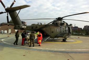 Il paziente viene imbarcato su HH-3F