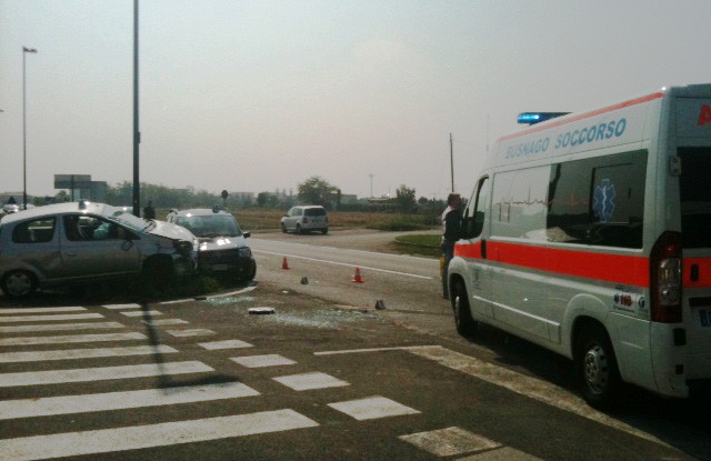 Incidente auto ribaltata a Bellusco-