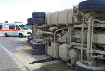 Incidente stradale svincolo autostrada A4 mezzo pesante.