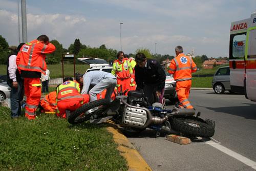 Merate: moto travolge un 87enne mentre attraversa la strada, due i feriti.
