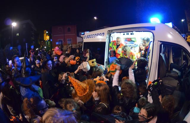 Halloween_2014_Streghetta_in_Ambulanza_Busnago_Soccorso_Onlus