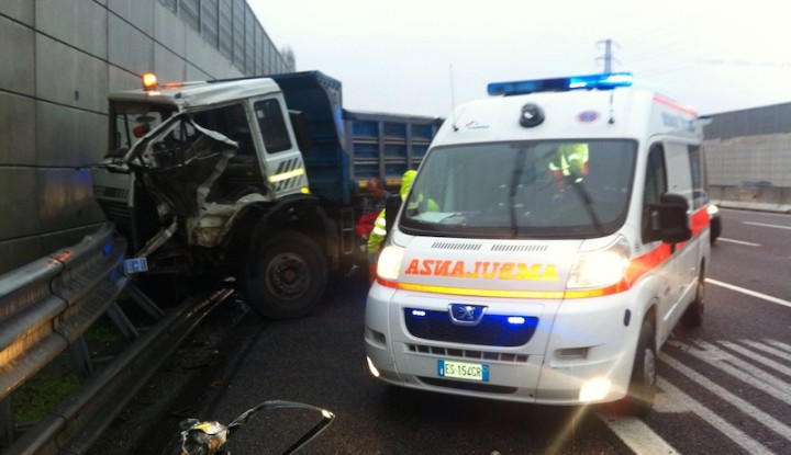 incidente_autostrada_a4_mezzi_pesani_emergenza_118_busnagosoccorso