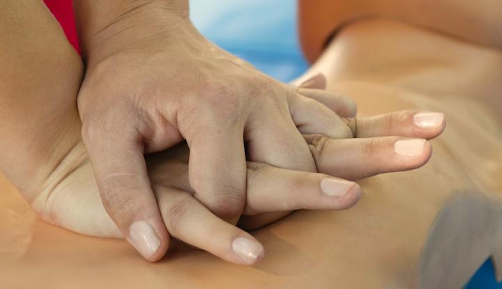 rianimazione_cardiopolmonare_massaggio_cardiaco